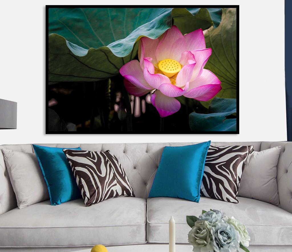 tranh hoa sen phong khach 139
